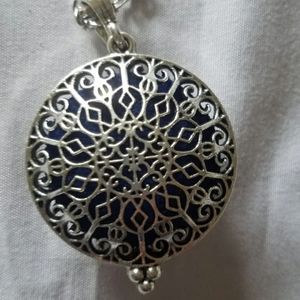 Jewelry - Essential Oil Diffuser Necklace nwt